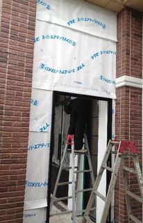 店舗入口外壁の透湿防水シート